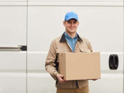 courier-delivering-box LR